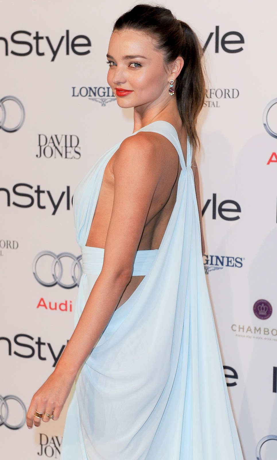 la-modella-mafia-Miranda-Kerr-in-a-goddess-like-Carla-Zampatti-white-dress-at-the-2012-Women-of-Style-Awards-red-carpet-2