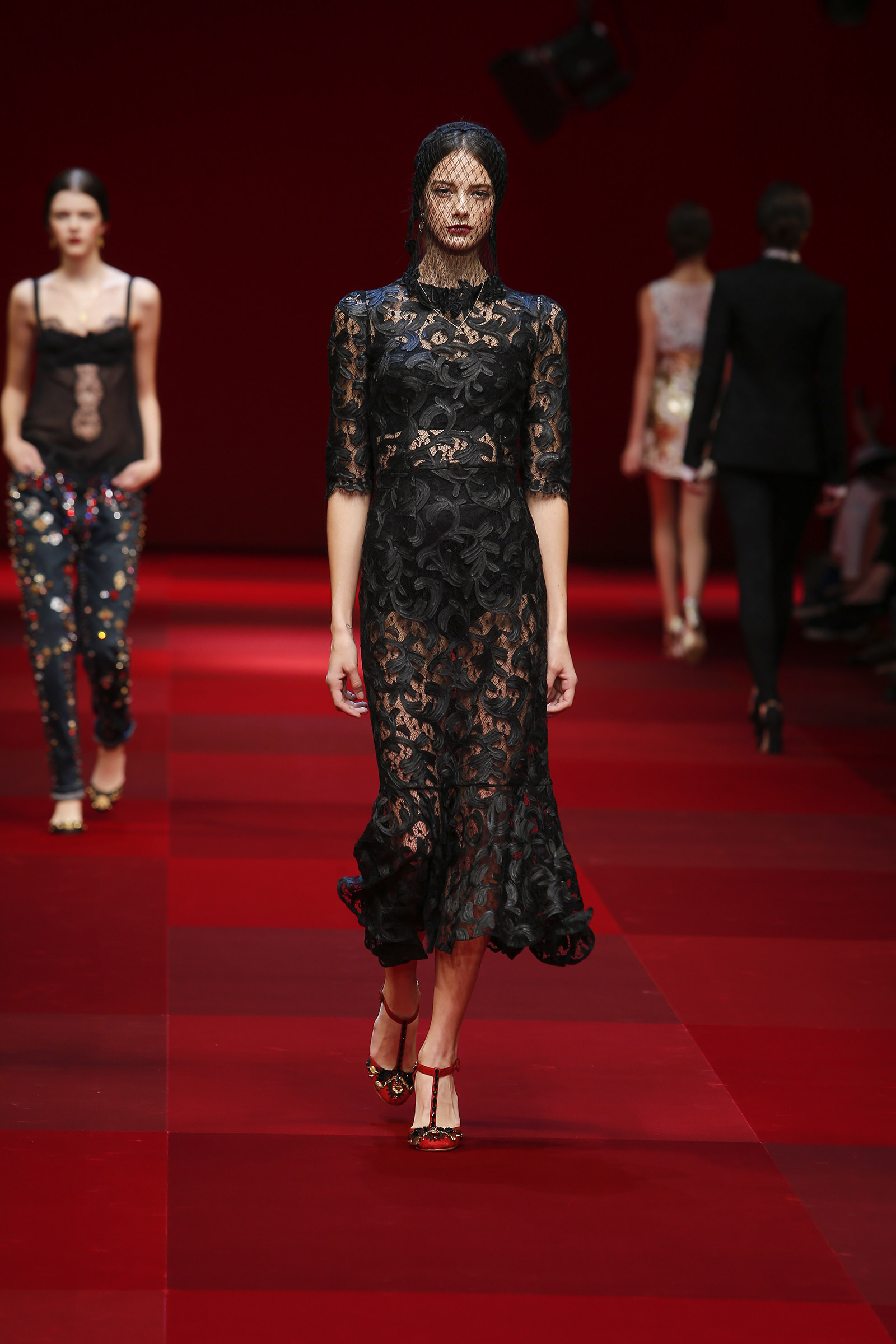 dolce-and-gabbana-summer-2015-women-fashion-show-runway-016