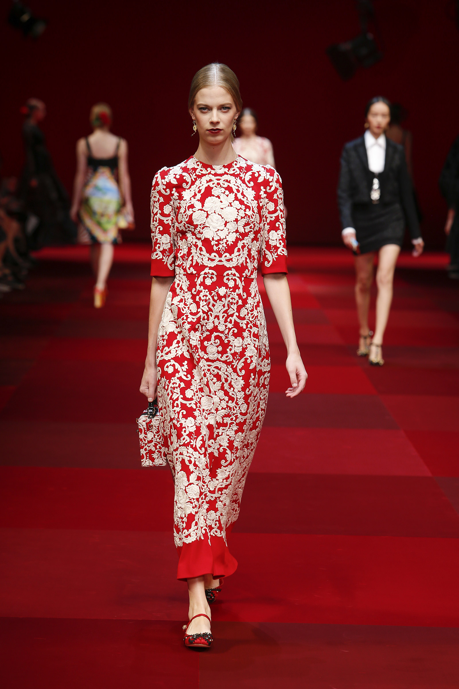 dolce-and-gabbana-summer-2015-women-fashion-show-runway-023 (1)