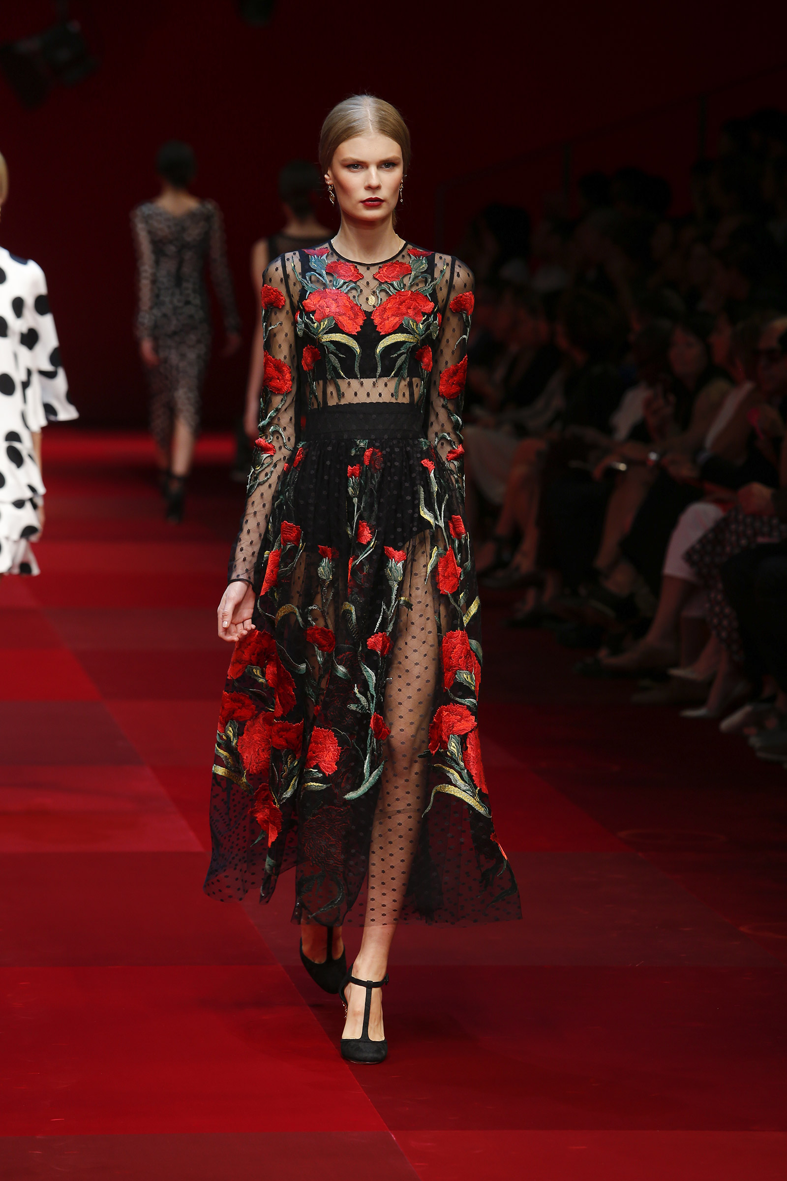 dolce-and-gabbana-summer-2015-women-fashion-show-runway-072