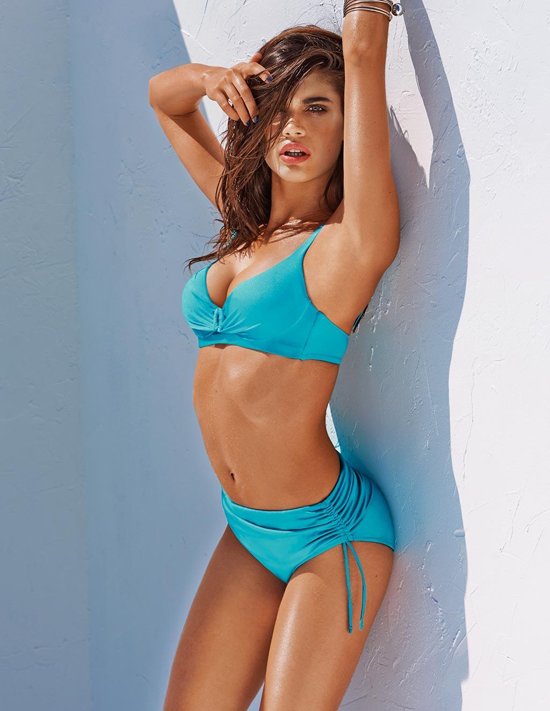 Calzedonia-Beachwear-Collezione-Dream-Feel-Love-costume-con-reggiseno-preformato-turchese-con-slip-alto-con-drappeggio-laterale