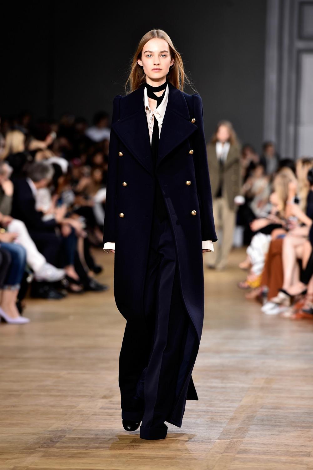Cappotto-military-blu-oversize-pantaloni-a-palazzo-tone-sur-tone