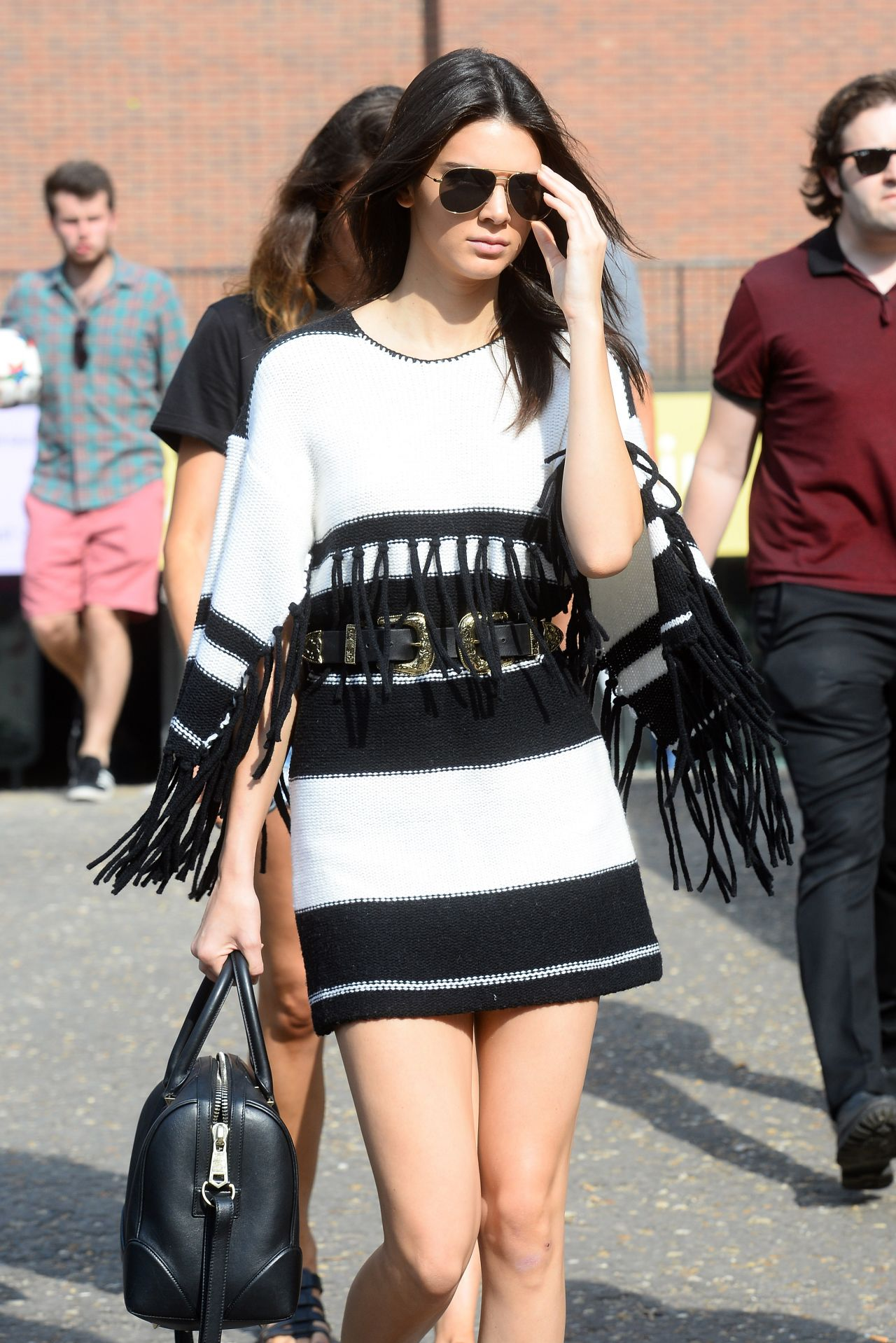 kendall-jenner-street-style-out-in-london-july-2015_13