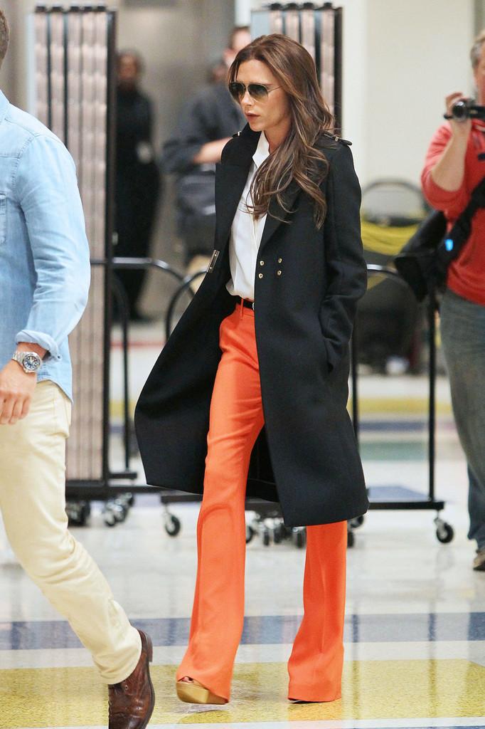Victoria+Beckham+wearing+striking+orange+pants+l1XzCPE6VtHx