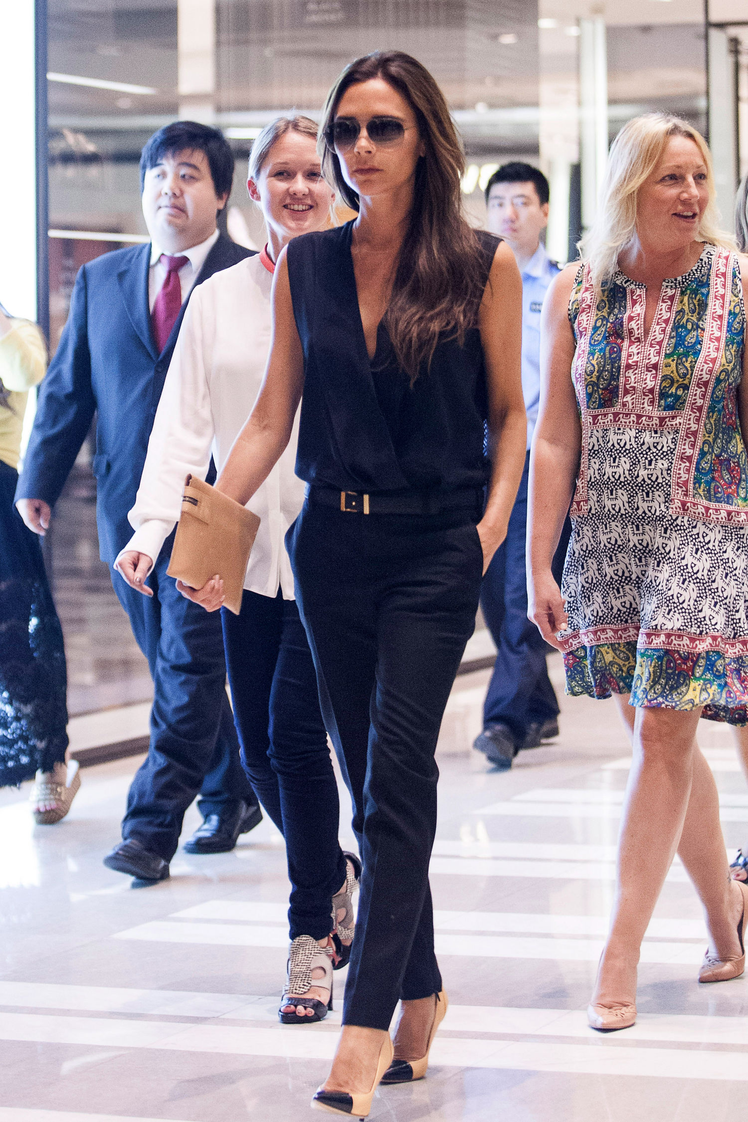 victoria-beckham-black-outfit-china-shopping-main