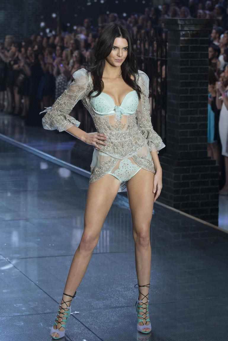 kendall-jenners-victorias-secret-fashion-show-debut-was-so-sexy
