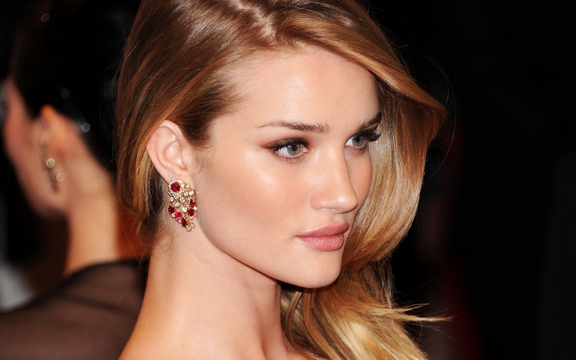 Rosie-Huntington-Whiteley-Full-HD-Wallpaper-6