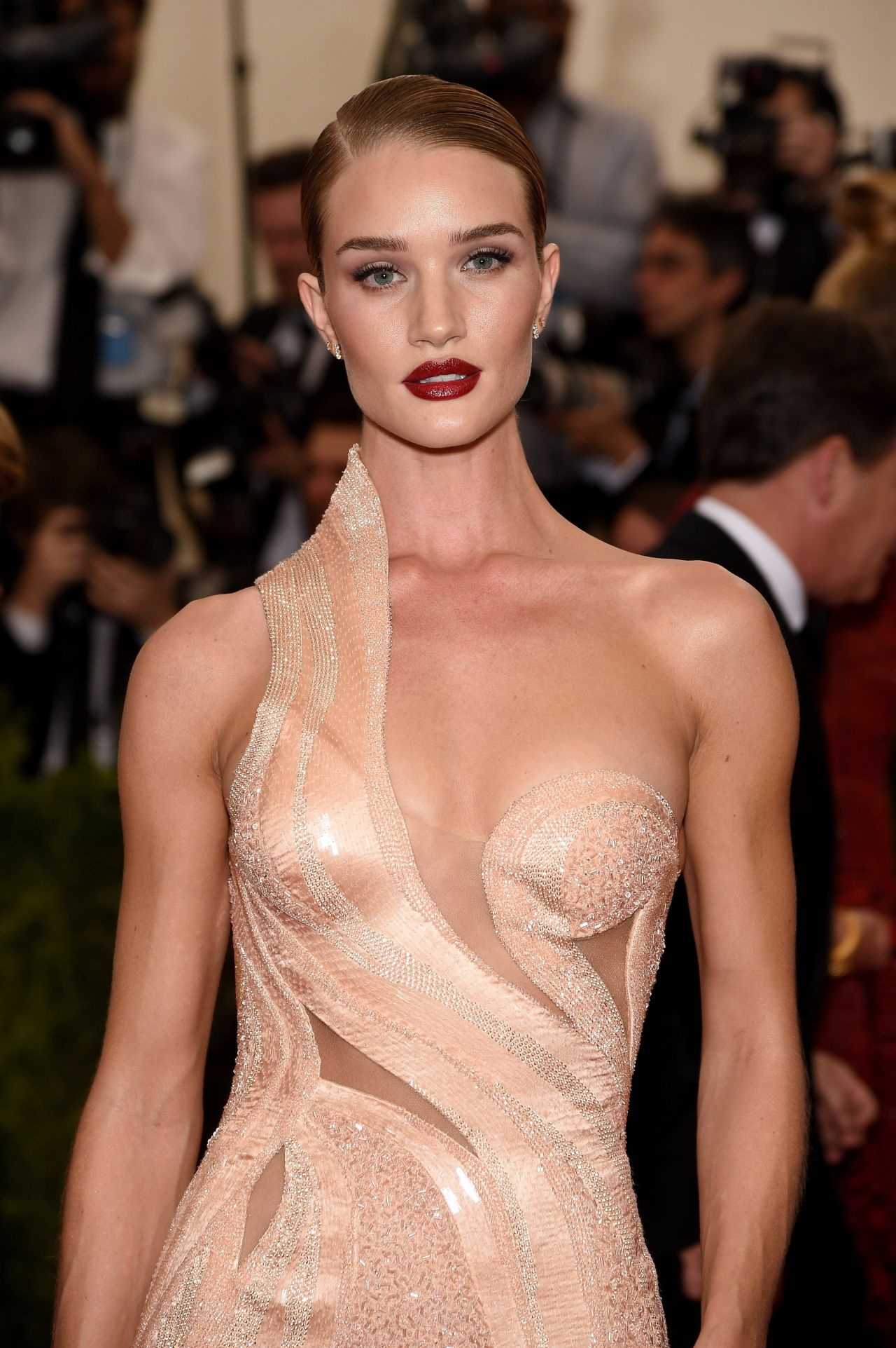 rosie-huntington-whiteley-2015-costume-institute-benefit-gala-in-new-york-city-04